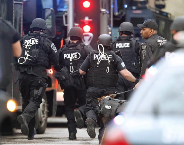 manhunt-boston-marathon-bombing-suspects-watertown-1